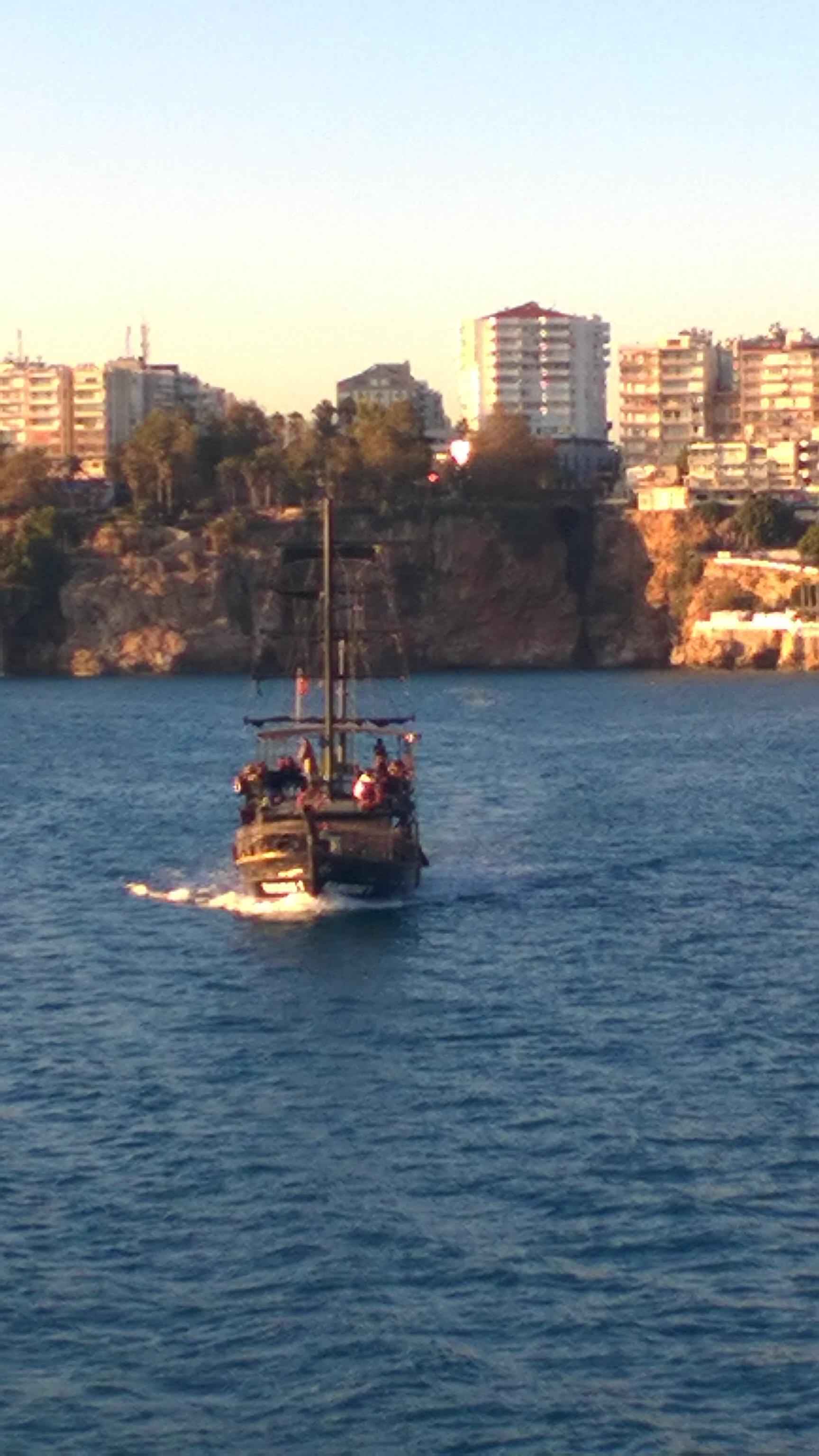 Verfolgt von noch einem Piratenschiff
