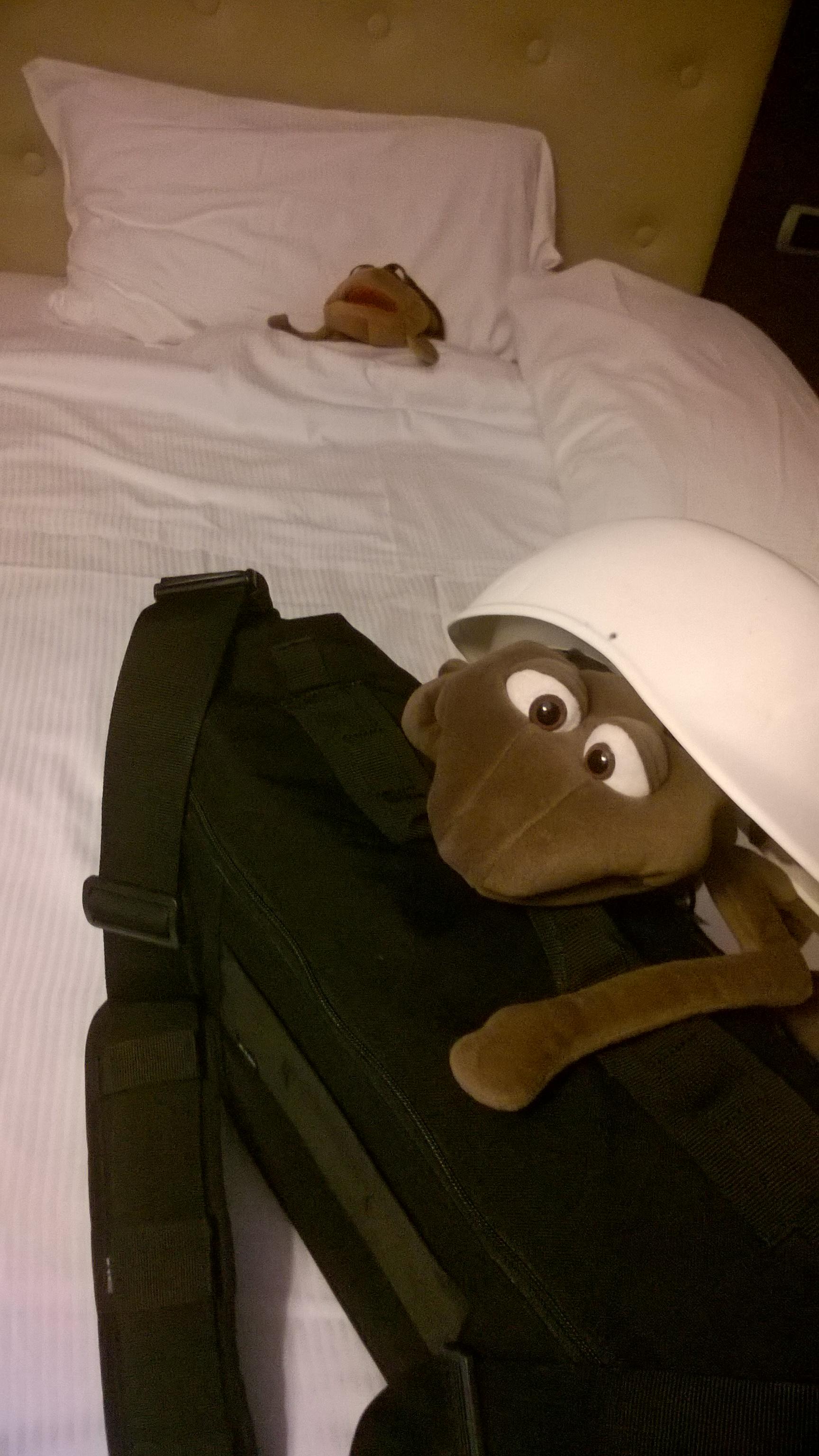 Früh am Morgen und ganz sicher unter dem Helm. Norbert schnarcht...