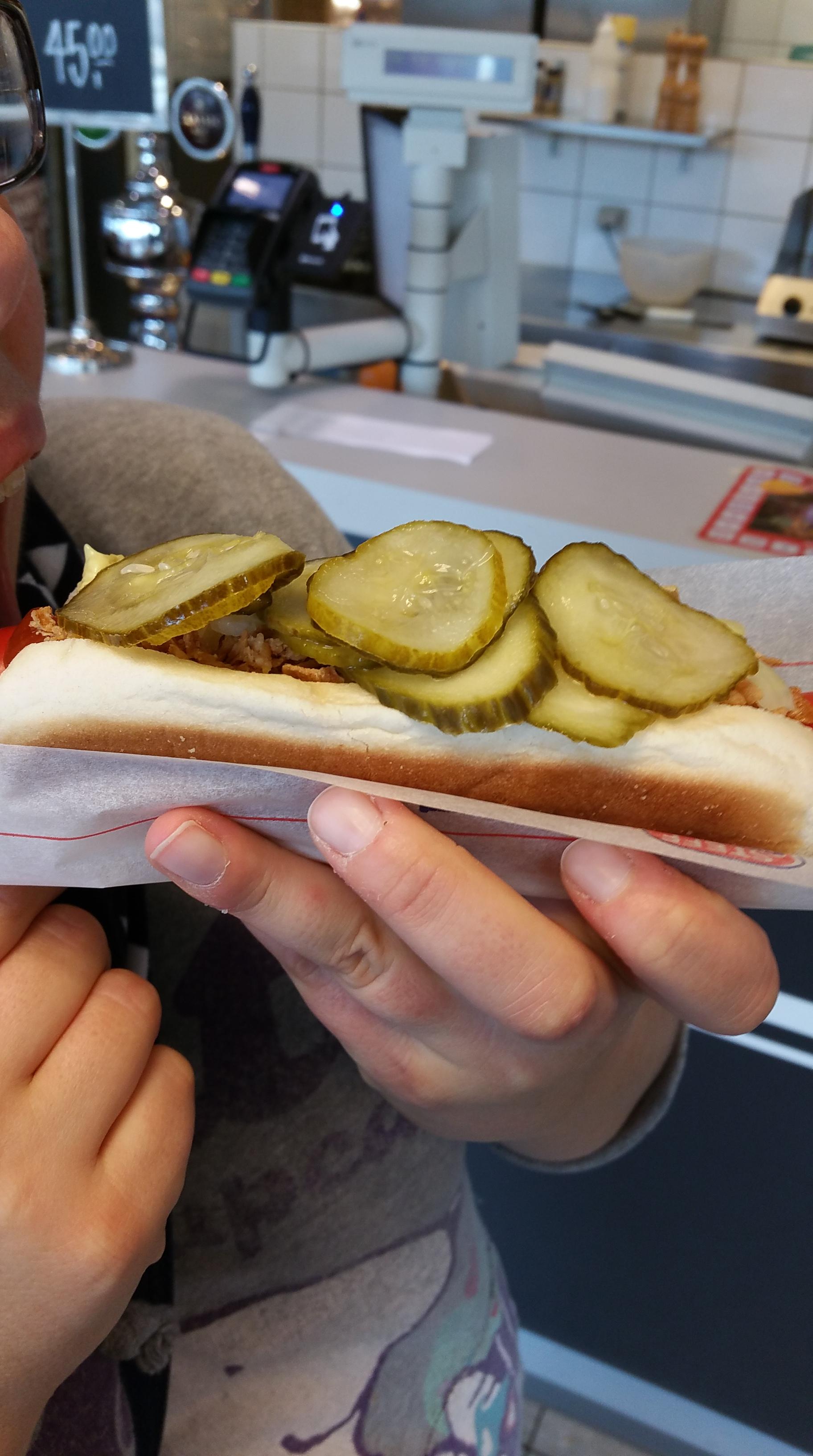 Hot Dog mit rotem Würstchen